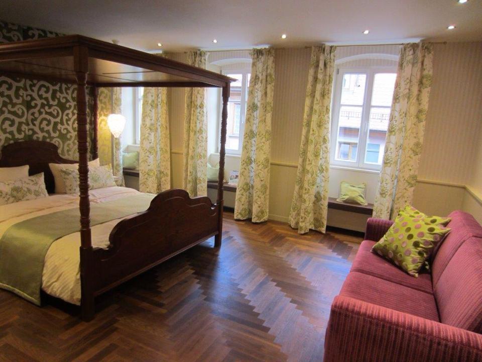 referenzen uffenheimer parkett und bodenwelt. Black Bedroom Furniture Sets. Home Design Ideas